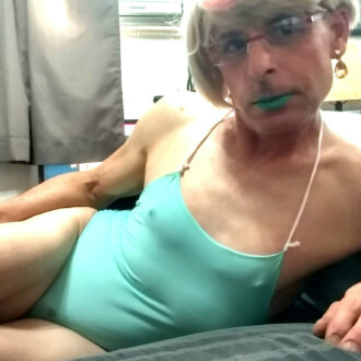 sissyfemeboi-in-liner-outfit