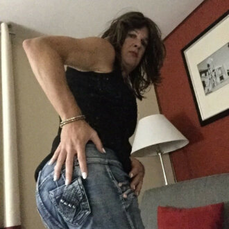 sandra-v-in-new-pants