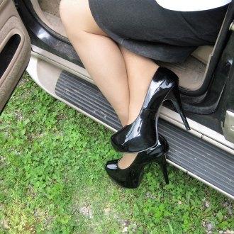 tara-in-high-heels