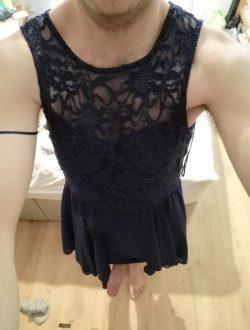 hot-gurl-in-black-dress