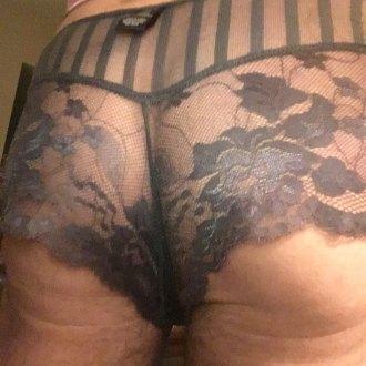 sam-posing-in-lingerie