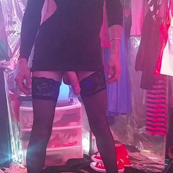 black-dress-black-thigh-high-stockings-7in-heels-redhead-953